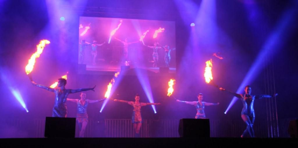 Feuershow auf der Bühne - Sommer 2017