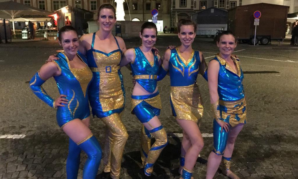 Neue Kostüme - gold und türkis - Sommer 2017